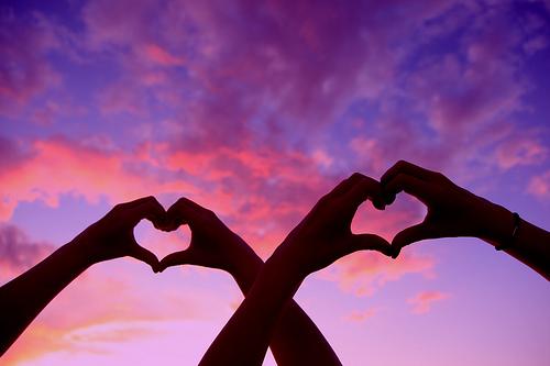 [عکس: love%20heart%20hands.jpg]